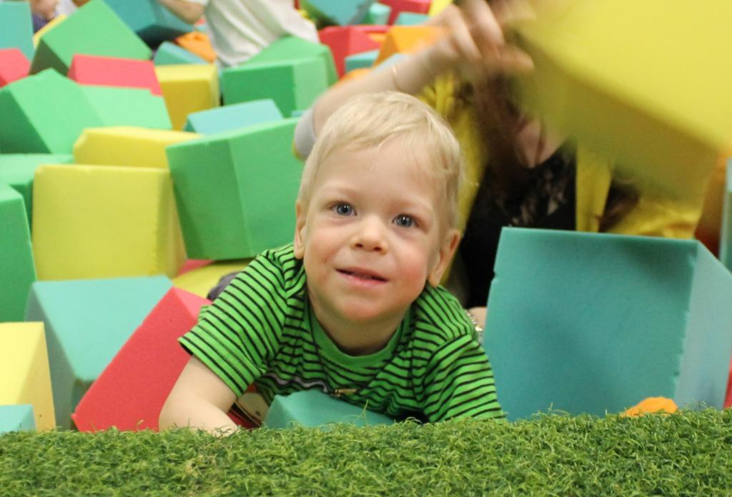 Помочь трёхлетнему Игорю встать на ноги
