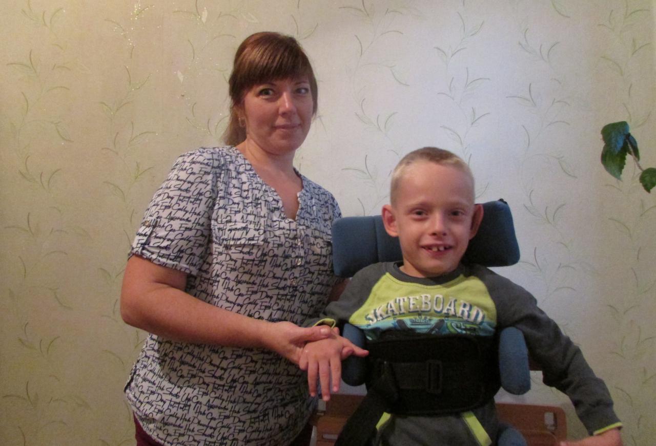 Заставка для - Восьмилетний Егор хочет встать на ноги