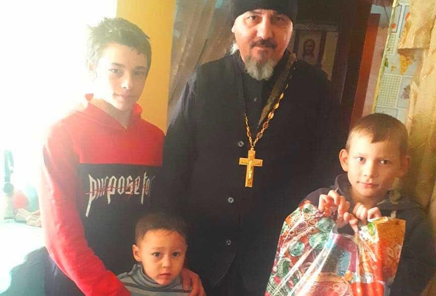 Заставка для - Подарки на Рождество для малообеспеченных детей села Кокшаровки