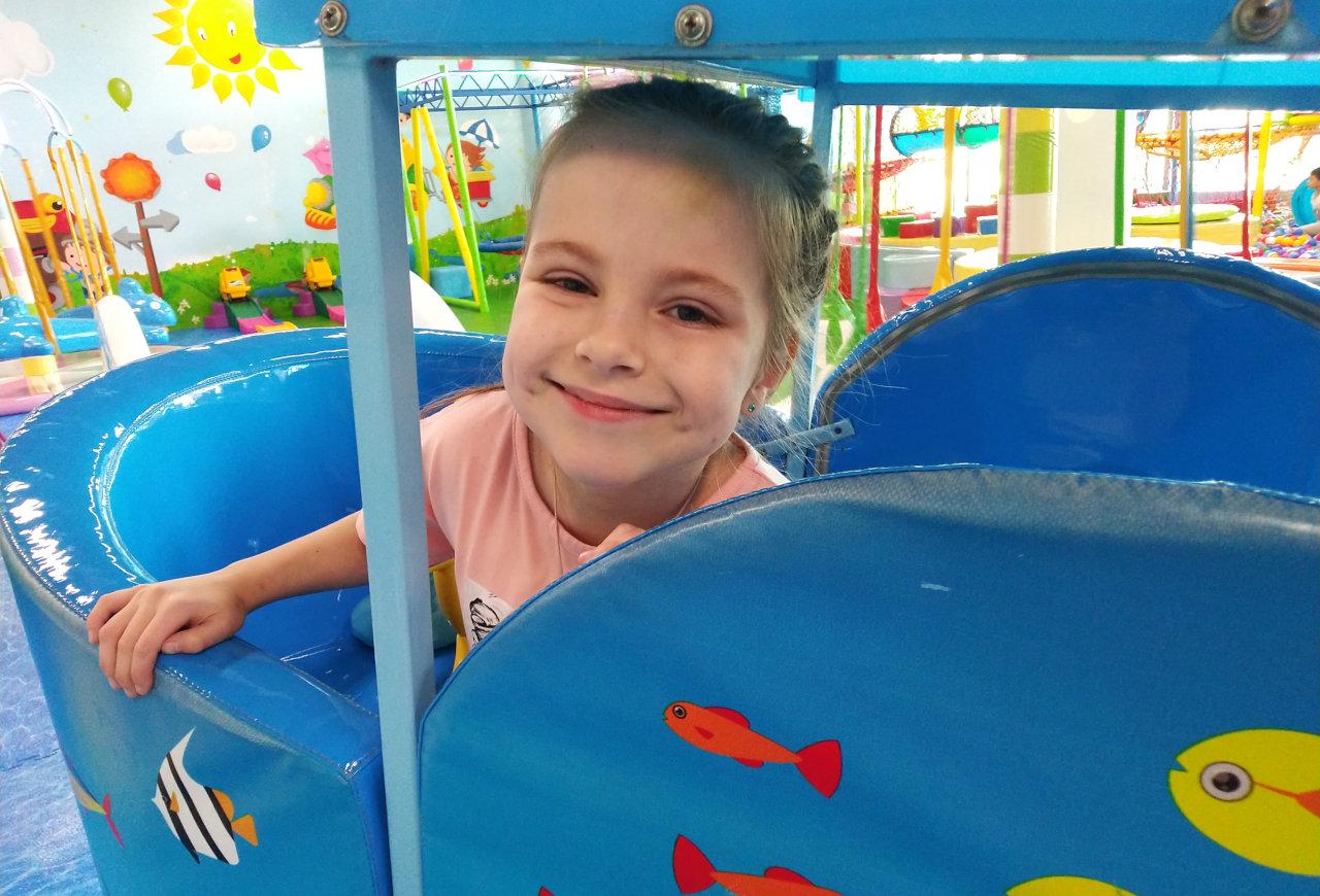 Заставка для - У Насти ДЦП и ей скоро в школу. Чтобы она смогла уверенно пойти на свою первую школьную линейку, ей нужно лечение
