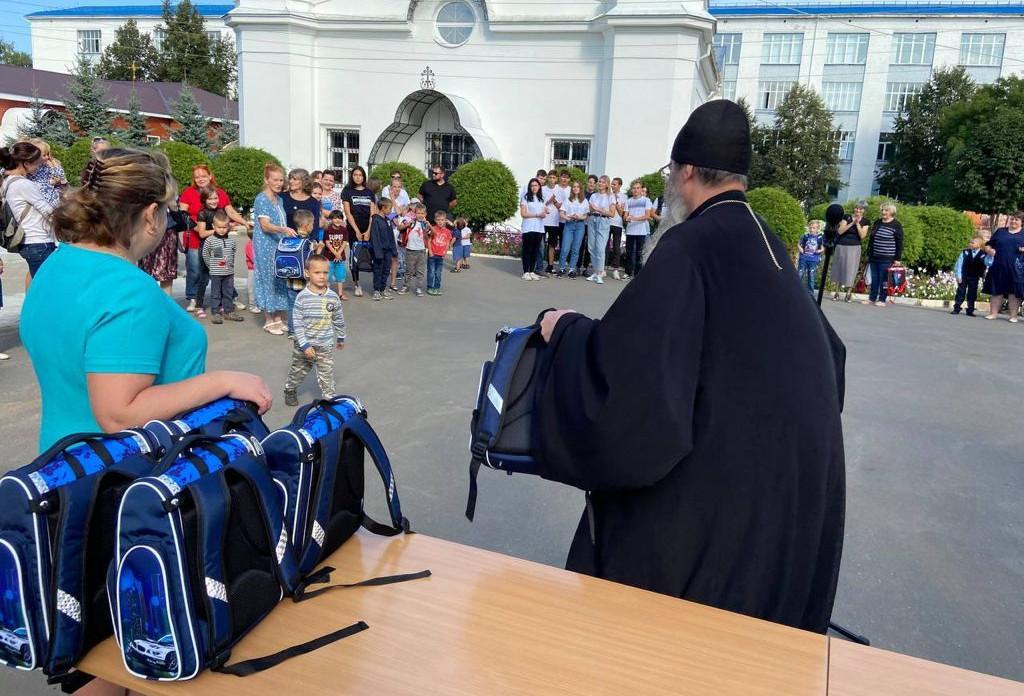 #СПАСИБО! Школьники из многодетных семей получили к 1 сентября портфели с канцелярскими принадлежностями
